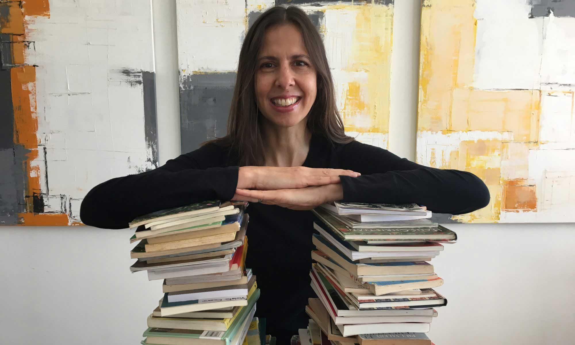 Verónica Pelaez- Narradora
